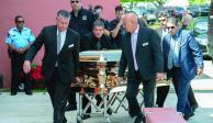 Ya hubo homenaje... pero ahora la discordia es por la cremación de José José
