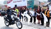Patricia Durán entrega motopatrullas a agentes municipales de Naucalpan