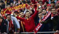 A fan del Galatasaray de Turquía se le cayó su celular y se lo regresaron