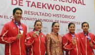 Ana Guevara recibe y agradece a campeones del Mundial de Taekwondo