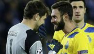 """Iker Casillas le dice """"falso"""" a Miguel Layún en Twitter"""