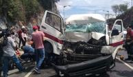 Choque entre combi y camión deja 14 heridos en la México-Pachuca