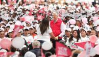 Alfredo del Mazo entrega tarjetas de Salario Rosa y anuncia mastografías gratuitas