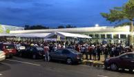 Cientos acuden a dejar su solicitud de empleo para refinería de Dos Bocas