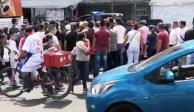 Encabezados por Diana Sánchez Barrios, comerciantes retienen a federales en San Cosme