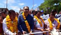Héctor Astudillo sigue entregando apoyos a familias de Guerrero