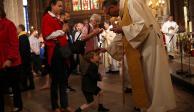 Dedican misa en París a bomberos que auxiliaron a Notre Dame
