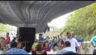 Desde la cárcel, alcalde inaugura calle en Morelos