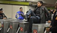 Cerca de un millón de personas al día se 'brincan' los torniquetes del Metro