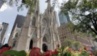 Detienen a hombre con 2 bidones de gasolina en catedral de Nueva York