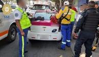 Policías ayudan a mujer a dar a luz dentro de taxi en Iztapalapa