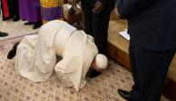 El Papa besa zapatos de líderes rivales de Sudán del Sur