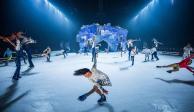 Cirque du Solei une en Crystal acrobacias, malabares y patinaje