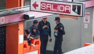 Policías detienen a hombre armado en Metro Pantitlán