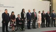 AMLO entrega Premio Nacional del Deporte a Alexa Moreno y Paola Espinosa