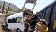 Tren arrastra combi en Huehuetoca; hay un muerto y nueve heridos