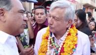 AMLO y Astudillo tras el numerito del viernes pasado en Tlapa. -