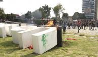 """Rompen, pintan y prenden fuego; """"burda provocación"""": UNAM"""
