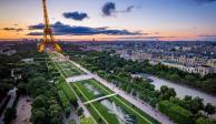 "Inauguran ""Beyond Walls"", la cadena humana a favor de inmigrantes en la Torre Eiffel"