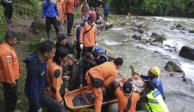Al menos 28 muertos por camión que cayó en barranco en Indonesia