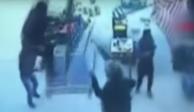 VIDEO: Un hombre sale volando con una sombrilla por los fuertes vientos