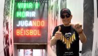 El actor Héctor Bonilla dedica himno a los Diablos Rojos del México