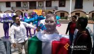¡Lo hizo otra vez! Creador de busto de Benito Juárez ahora hace a AMLO