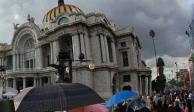 """Grupos agrícolas irrumpen en Bellas Artes; exigen retiro de obra """"gay"""" de Zapata"""