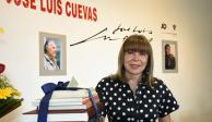 Viuda de Cuevas dona libros para nueva biblioteca