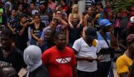 Migrantes extranjeros en Tapachula reciben 560 tarjetas de residentes por parte del INM