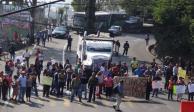 Manifestantes protestan en la caseta de la autopista México-Cuernavaca