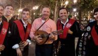 Jamás-pensé-que-vería-a-Kevin-Spacey-tocar-La-Bamba-con-la-Tuna-de-Derecho-de-Sevilla-en-P
