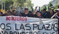 Bomberos bloquean acceso a edificio del Gobierno capitalino