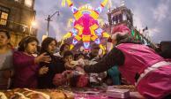 FOTOS: Miles de capitalinos parten mega rosca en el Zócalo
