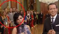 """A empujones """"juegan"""" Chantal Andere y su esposo en Palacio Nacional"""