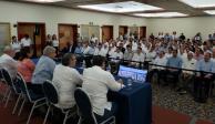 Convoca AMLO a empresarios mexicanos a salvar al sector petrolero