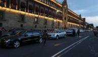 Balconean a legisladores de Morena, PT y PES por estacionarse mal