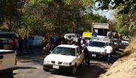 VIDEO: Bloquean carretera México-Acapulco por desarme de comunitarios