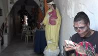 VIDEO: Para parecer calavera, joven se corta nariz y orejas