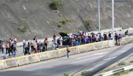 Afines a Ayotzinapa atacan patrullas aquí y en Guerrero, a 10 días del aniversario