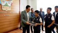 Recibe Fayad a mejores promedios de nivel primaria en Hidalgo