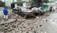 Alud de lodo cae sobre cinco vehículos en Naucalpan