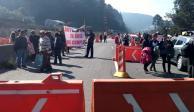 Protesta de vecinos de Cuajimalpa en la México-Toluca desquicia tránsito