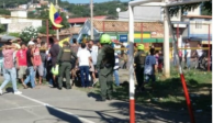 VIDEO: Desalojan a 400 venezolanos que vivían en deportivo de Colombia