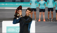 Novak Djokovic conquista torneo de exhibición en Abu Dhabi