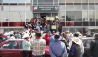 Habitantes de Ixmiquilpan retienen a empleados de gobierno