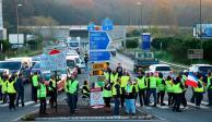 Siguen protestas en Francia por gasolinazo; bloquean carreteras primarias