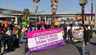 Alcaldes del PRD protestan en inmediaciones del AICM por recursos