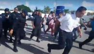 VIDEO: Policías de Cancún sacan a empujones a su jefe; acusan maltrato