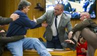 VIDEO: Padre de jóvenes abusadas agrede a Larry Nassar